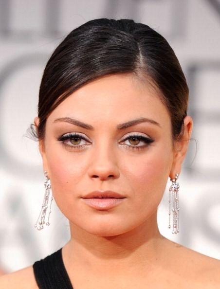 Mila Kunis para mantener el brillo natural de su rostro usa un 'peeling'...
