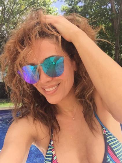 Karla Martínez gafas