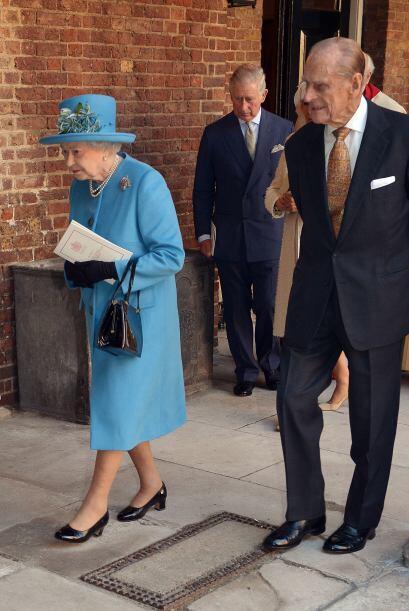 La Reina con el Príncipe Felipe a su lado.Mira aquí los vi...