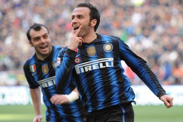 Pero el italiano Gianpaolo Pazzini se encargó de resolver las cosas a lo...