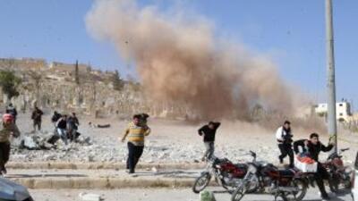 Los rebeldes sirios tomaron el domingo un yacimiento de petróleo por pri...