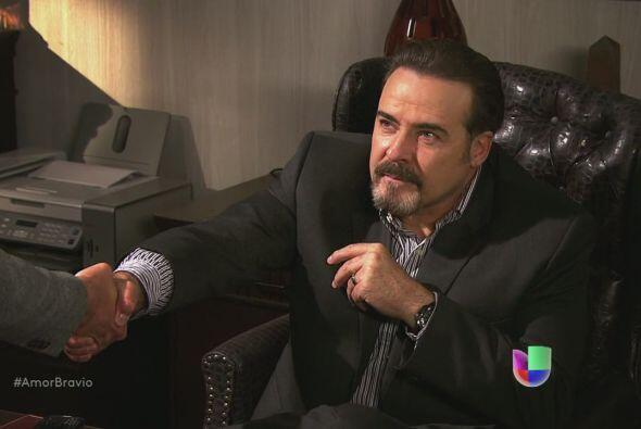 Yago le dice a Dionisio que quiere trabajar para él, piensa demostrarle...