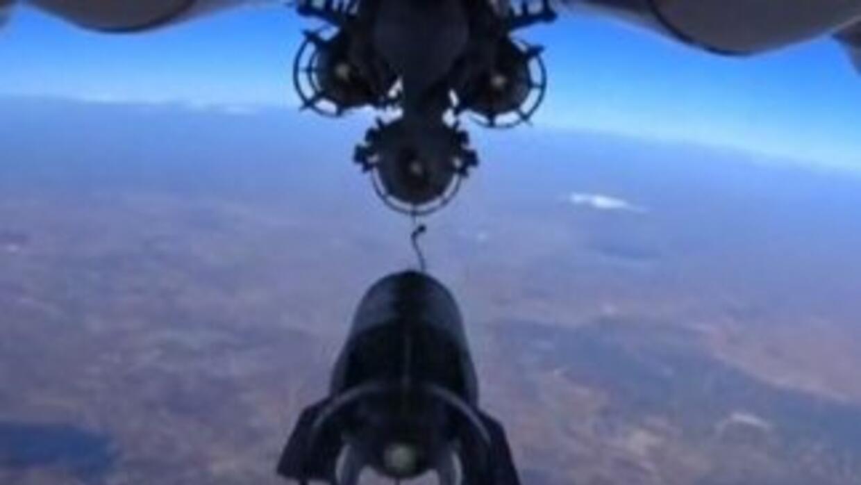 Avión ruso graba lanzamiento de bombas sobre Siria