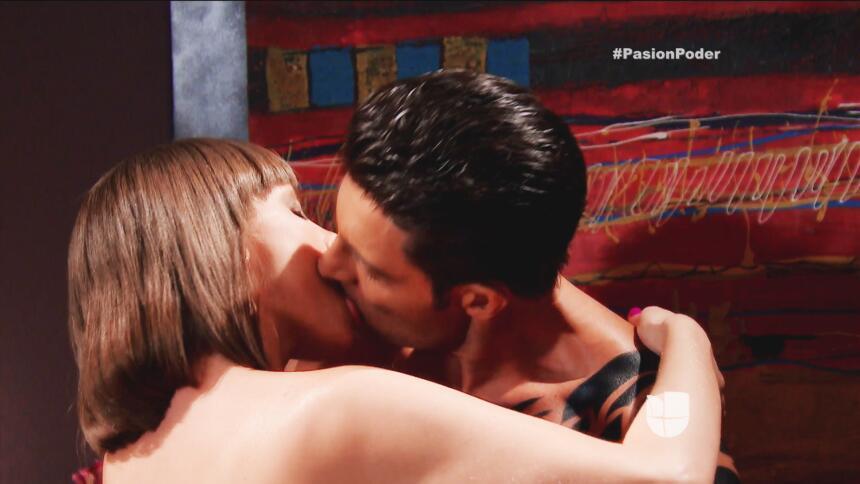 ¡Eladio le pone el cuerno a Julia!