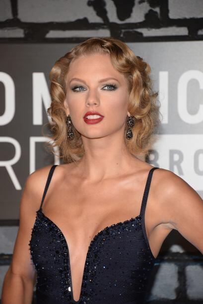 Hubiera sido preferible que la cantante se dejara el cabello suelto a ha...
