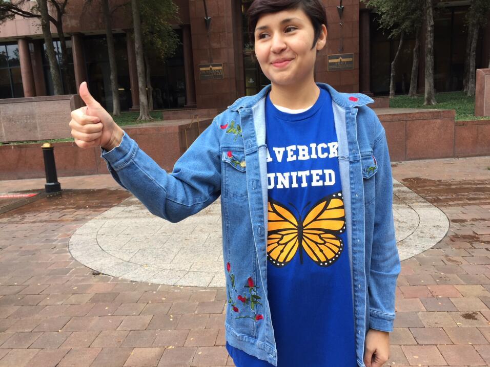 Esta joven recibió su renovación de DACA y esa misma mañana salió a exig...