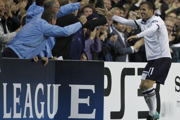 En el mismo grupo, Rafael van der Vaart lideró al Tottenham en su casa a...