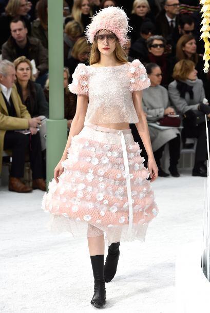 Una vez más el diseñador Karl Lagerfeld dejó a todos con la boca abierta...