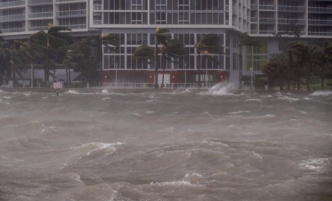 En fotos: Miami inundada y Brickell (su distrito financiero) convertido...
