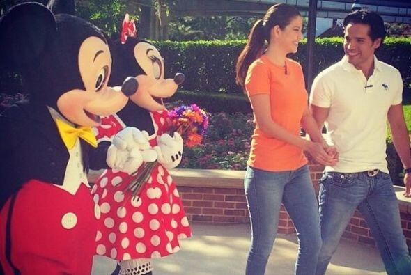 """Date con Mickey & Minnie #Disneyworld #Love #27días"", compartió Ana Pat..."