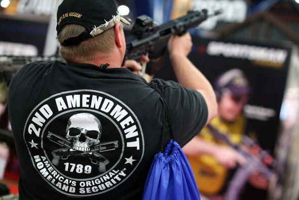 """Una camiseta en apoyo al porte de armas que dice """"La Segunda Enmienda (d..."""