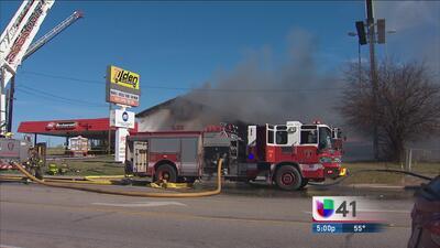 Incendio consume taller mecánico al noreste de SA