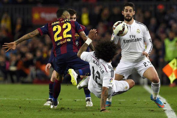 Luego de unos minutos de intercambio en la posesión del balón el Barcelo...