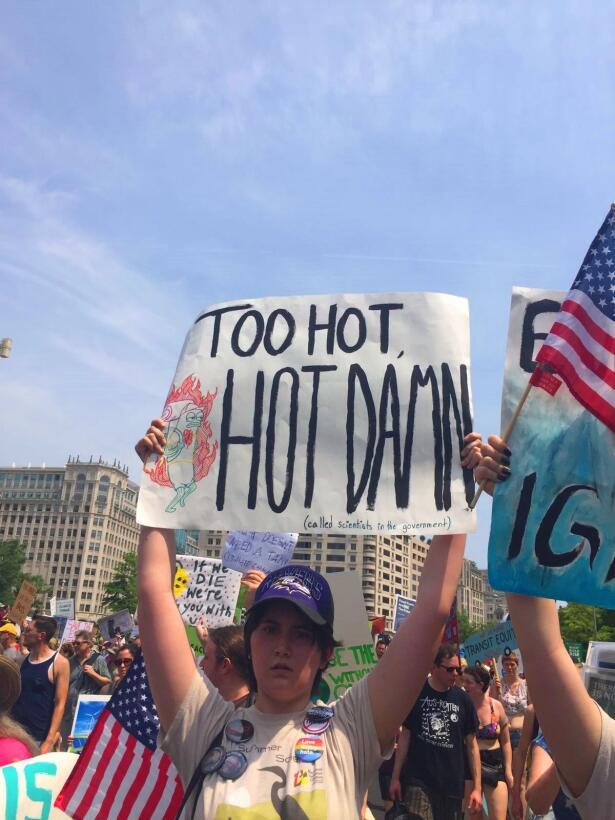 Cuando el ingenio y la furia anti-Trump se mezclan: las mejores pancarta...