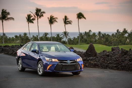 Toyota Camry Hybrid 2015- Manteniendo las líneas históricas del modelo,...