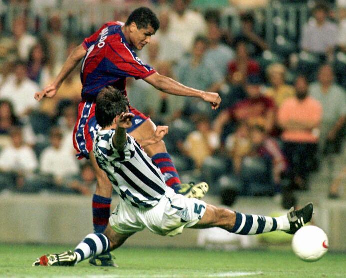 Rivaldo también tuvo un estreno por lo alto, marcando doblete en el triu...