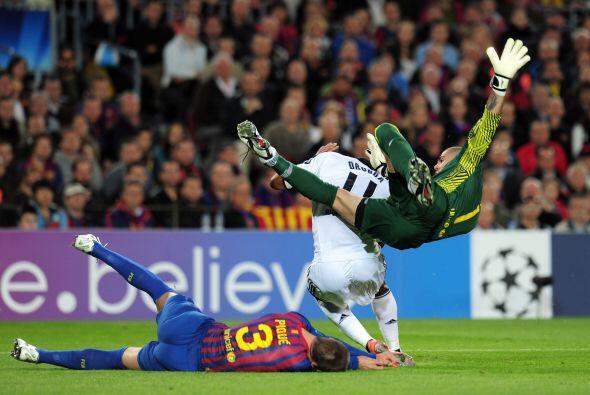 El golpe fue tan fuerte que Piqué tuvo que ser transladado a un hospital...