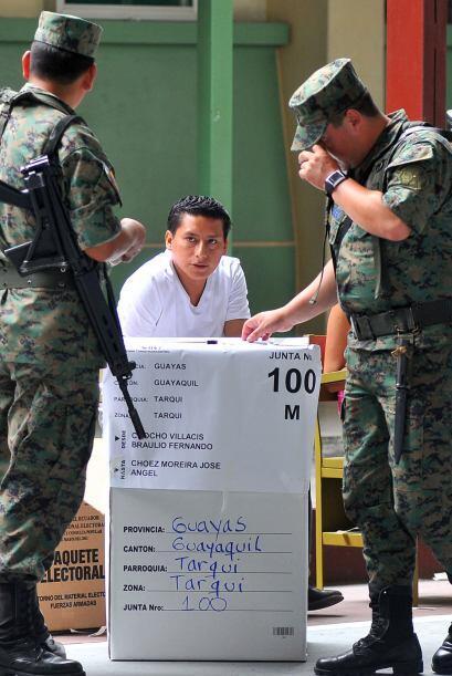 2007: Los ecuatorianos participaron en una consulta popular convocada po...
