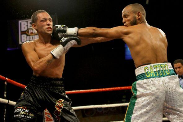 Jonel Nieves (3-0, 2 KOs) convenció a todos  los jueces para llevarse la...