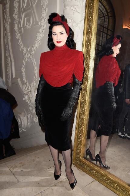 El estilo de Dita Von Teese se caracteriza por el uso de lencería, joyas...