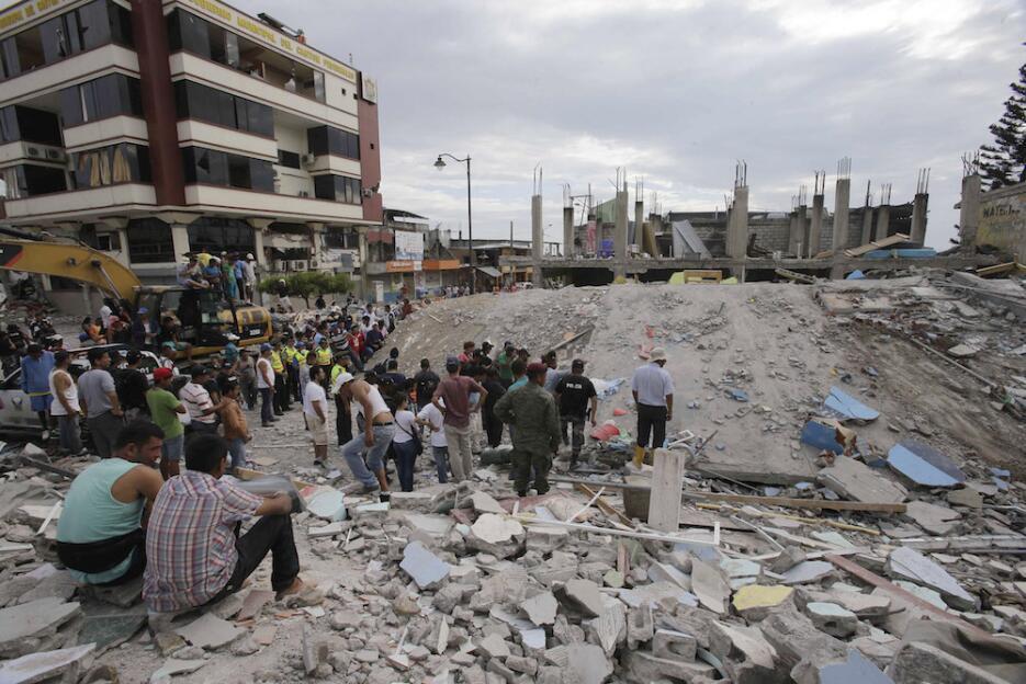 Las imágenes que nos deja el potente terremoto en Ecuador  ecuador24.jpg