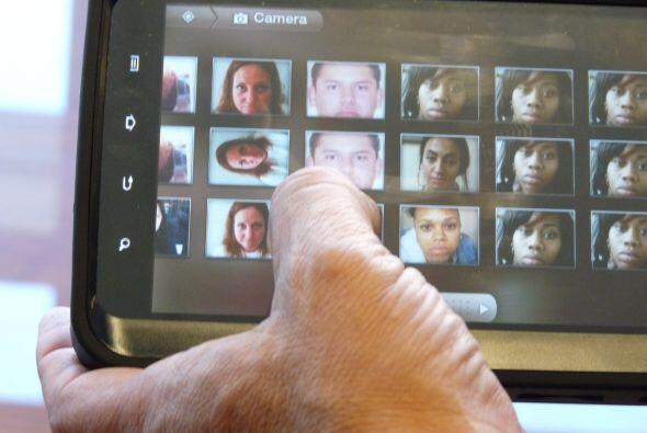 El programa de reconocimiento facial compara la imagen del sospechoso a...