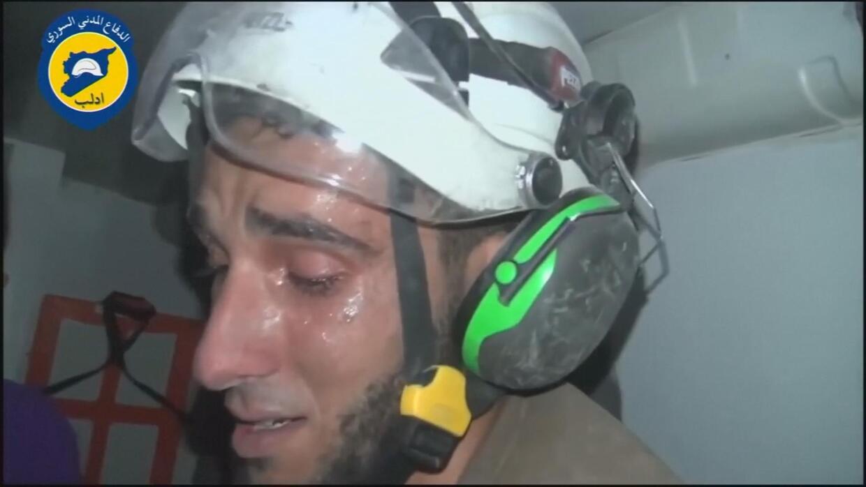 Muere el rescatista sirio que conmovió al mundo al romper en llanto tras...