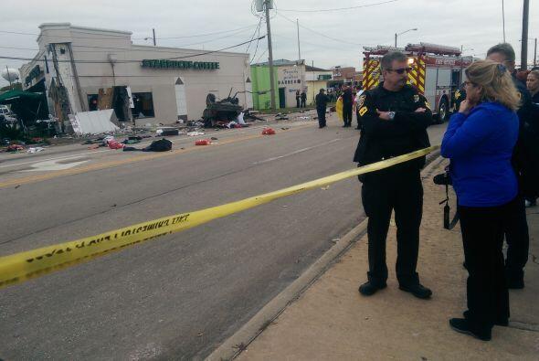 Auto se estrelló contra un Starbucks en Bellaire