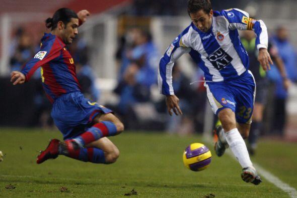 En la temporada 2004-05 consiguió su primer campeonato con el Barcelona.