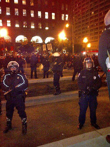Por la media noche se tranquilizó la situación y los indignados dejaron...