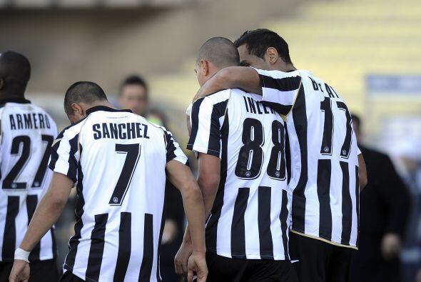 Inler puso en ventaja al Udinese, que no pasaba apuros.