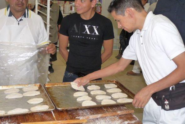 visitó las áreas en donde se fabrican escobas y pan. Emocionados con la...