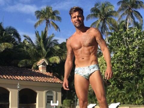 Ricky publicó esta foto en traje de baño, mostrando su cue...