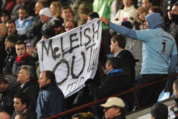 La afición local pedía la destitución del entrenador Alex McLeish.