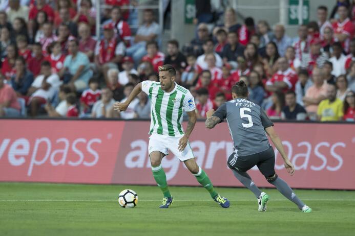 Víctor Camarasa (Real Betis): luego deuna exclcente temporada con el Ala...