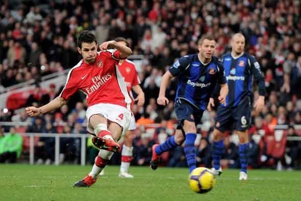 Los 'Gunners' se impusieron 2-0, con este gol de Cesc de penalti, y esca...