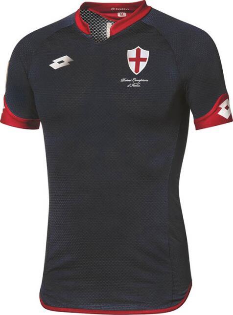 Para el 2015, el Genoa utilizó esta playera como su tercera equipación p...