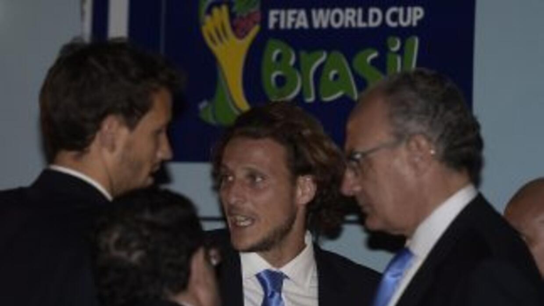 Diego Forlána su llegada a suelo brasileño