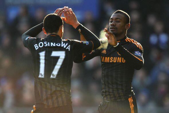 El festejo del delantero marfileño Salomon Kalou luego de su gol convert...