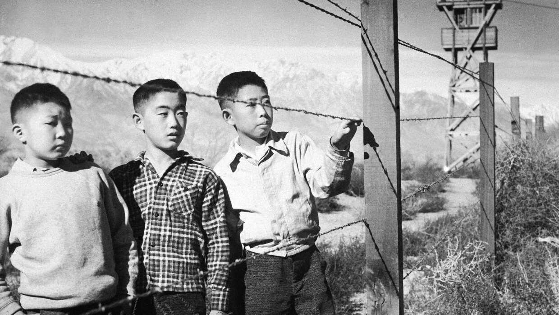 Niños japoneses en un campo de internamiento en EEUU durante la Segunda...