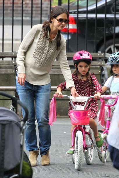 """Lista para andar como """"niña grande"""", siempre con ayuda de su mami. Más v..."""
