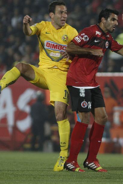 Pellerano metió el gol de la victoria al minuto 86, fue amonestado al 92...