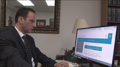 Lanzan servicio para proteger a los inmigrantes de los notarios fraudulentos