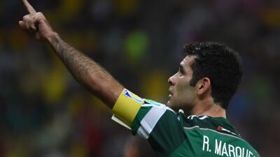 El defensa aseguró que analizará su futuro con la selección mexicana.