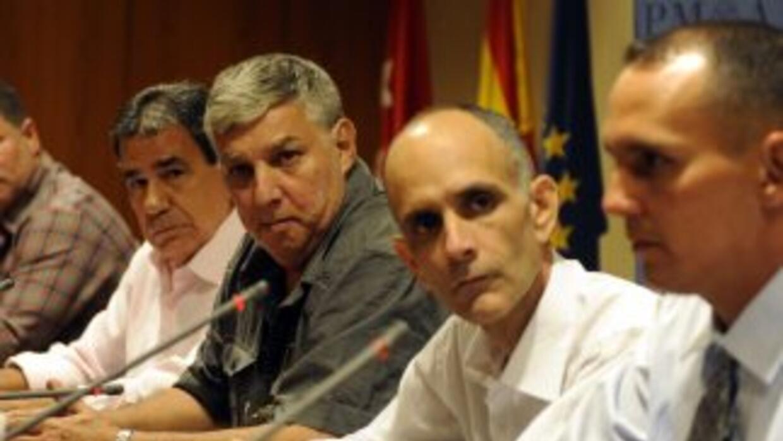 Prisioneros políticos cubanos excarcelados ofrecen una conferencia de pr...