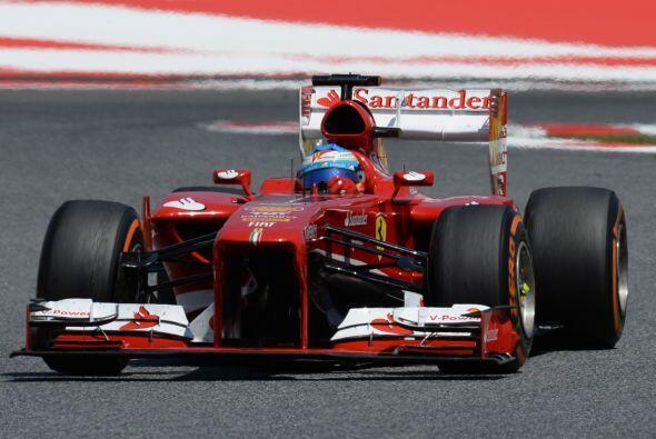 El tapón que estaba estableciendo Rosberg se deshizo en la vuelta trece,...