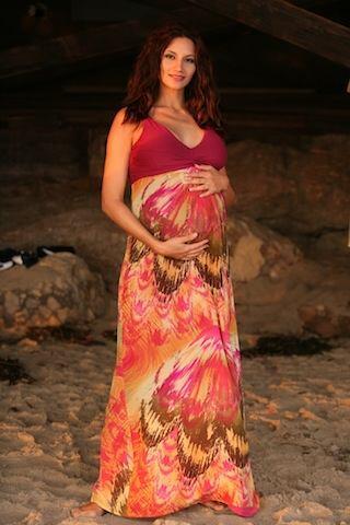 Aquí vemos las dulces fotos de Argelia en 2011 mostrando su segundo emba...