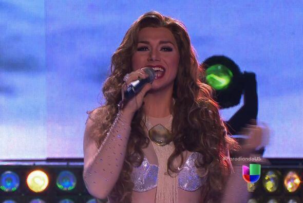 Thalía también se llevó un gran aplauso por su actu...