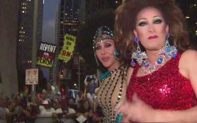 Las mejores imágenes de la celebración del desfile del orgullo gay en Ho...