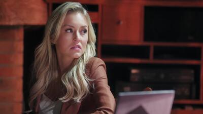 Eva está convencida de que Lucía fue cómplice en el asesinato de su padre León